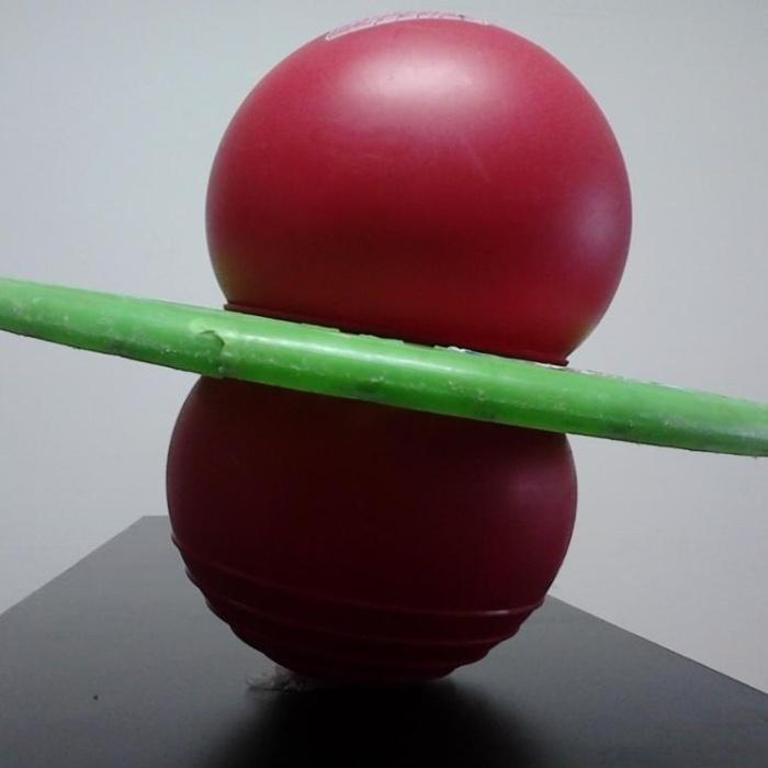 16. Pogobol era uma bola que, em pé, as crianças pulavam pela casa