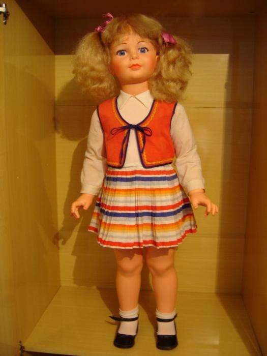 19. Amiguinha era a boneca gigante para as crianças pequenas, a primeira amiguinha das meninas