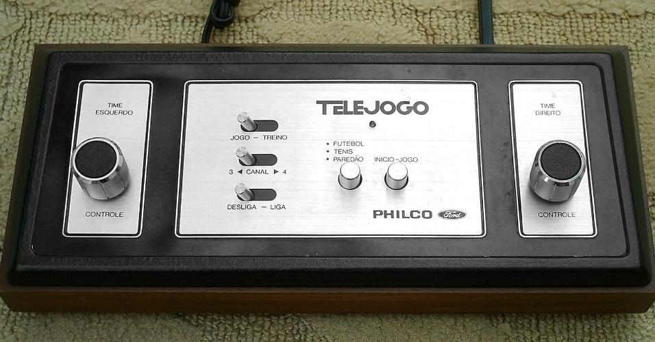 28. Telejogo foi precursor dos video-games. Trazia pré-instalados os jogos pingue-pongue, futebol e paredão, numa tela verde exibida na TV