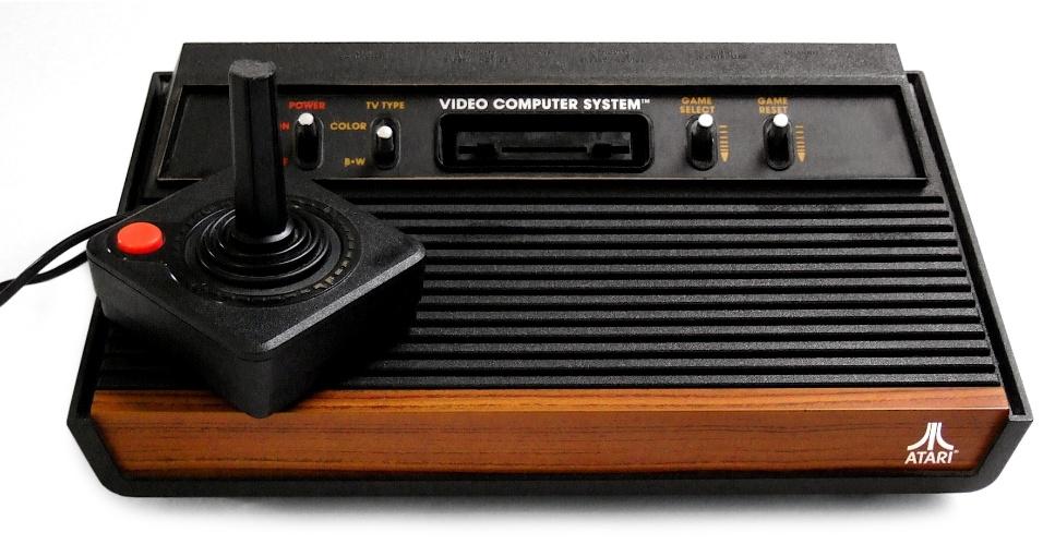29. Atari foi uma versão mais sofisticada do Telejogo, já aceitando jogos em cartuchos, e fez sucesso nos anos 80