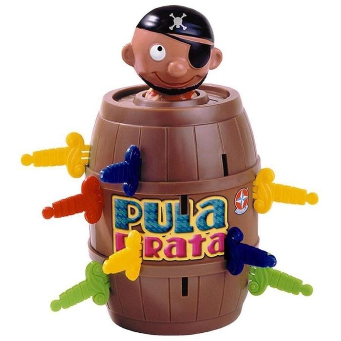 5. Pula Pirata começou a ser fabricado em meados de 1970, mas está nas lojas de brinquedo até hoje. Os jogadores devem colocar as espadas nos orificios do tonel e, quando o pirata pular, o jogador é eliminado