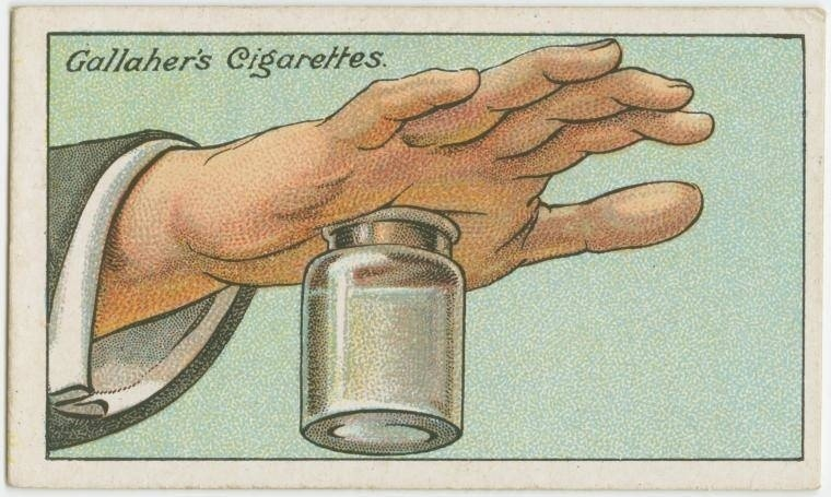 10. Como tirar uma farpa da mão: aperte a boca de um pote de vidro na mão, fazendo pressão. Isso deve deslocar a farpa para fora da pele