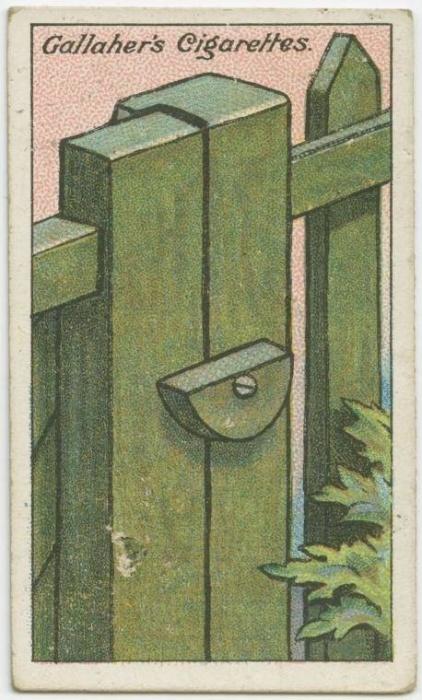 3. Como fazer um trinco de portão simples: um semicírculo de madeira pode ser aparafusado ao batente do portão com a parte mais pesada para baixo. Desse jeito, mesmo que alguém passe e não tranque o portão, a gravidade vai fazer com o trinco permaneça sempre fechado. Só pra saber: sua casa ainda tem portão de madeira?
