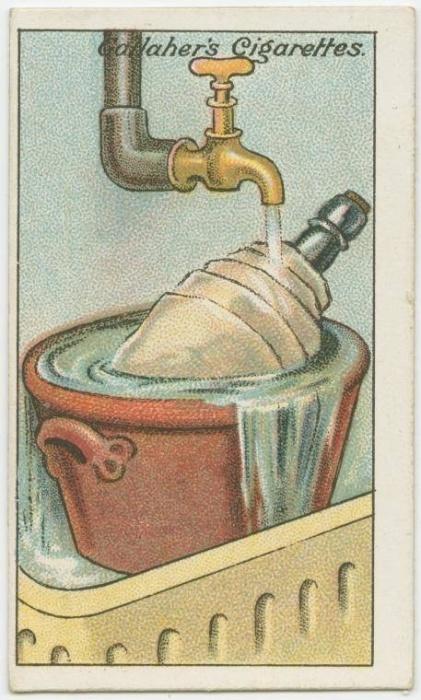 8. Como esfriar o vinho sem gelo: enrole a garrafa de vinho em uma toalha e deixe-a dentro de um balde sob água corrente durante dez minutos