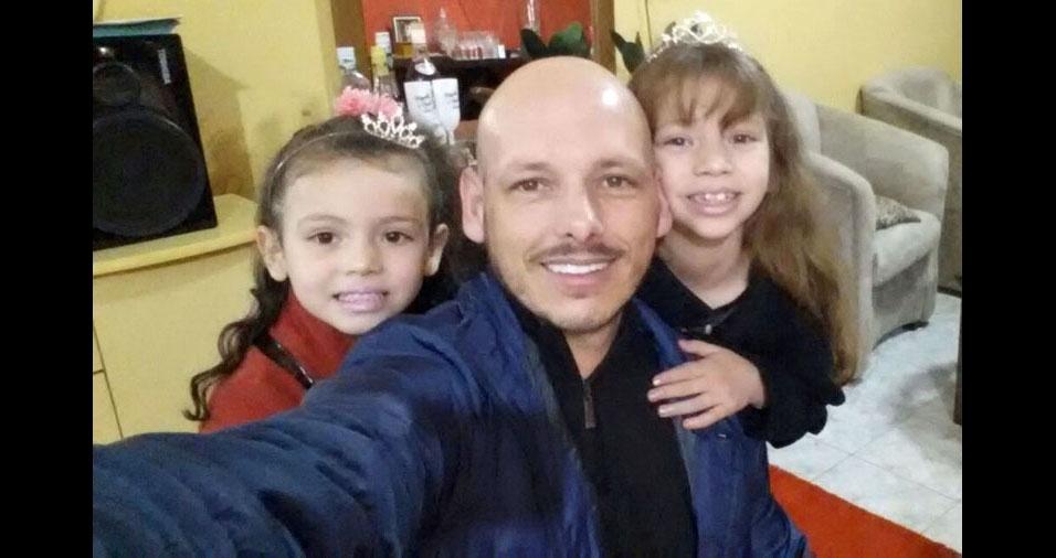 Nicole e Karen Gomez são as filhas amadas do Regis, de Uruguaiana (RS)