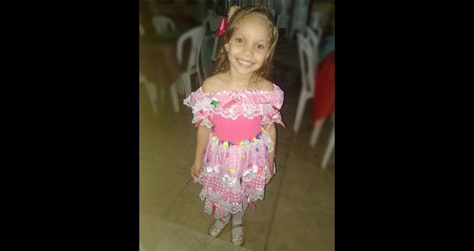 "A mamãe Camila Araújo, de Natal (RN), enviou foto da filha Sophia Beatriz: ""A caipirinha maaaais linda!"""