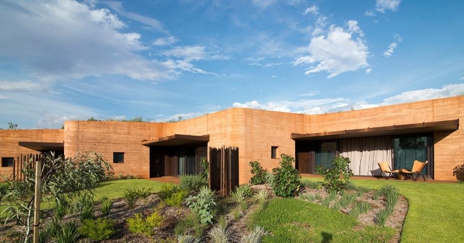 19.fev.2016 - Terraço sobre as casas ajuda a manter a temperatura mais agradável em meio ao deserto australiano