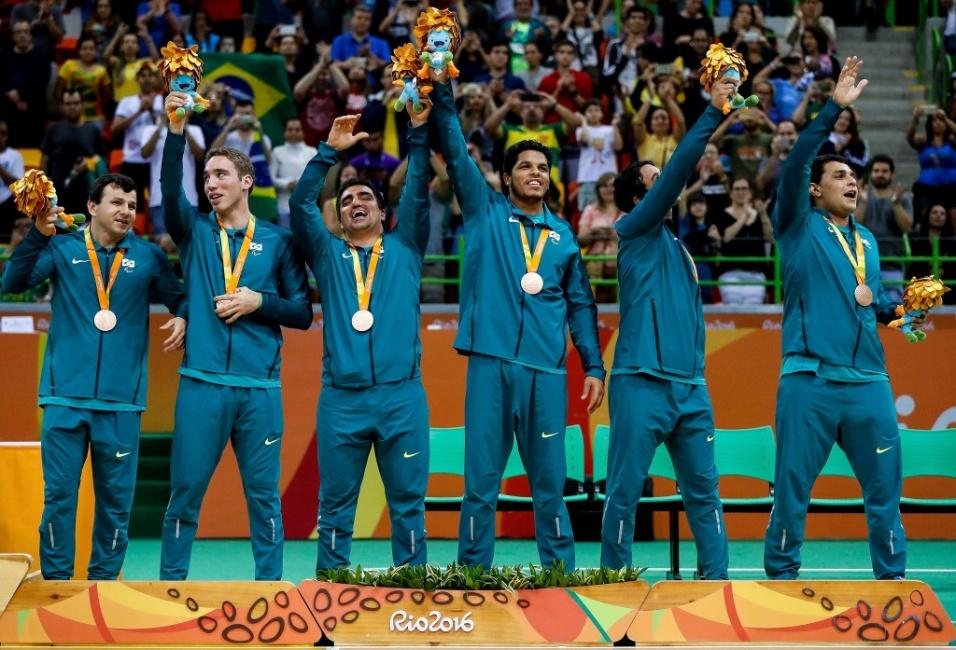 16.set.2016 - Com um placar de 6 a 5, a seleção brasileira de Goalball derrotou a Suécia para ficar com o bronze no torneio masculino. O Brasil foi derrotado na semifinal pela equipe dos Estados Unidos, que ficou com a prata. O ouro foi para a seleção da Lituânia