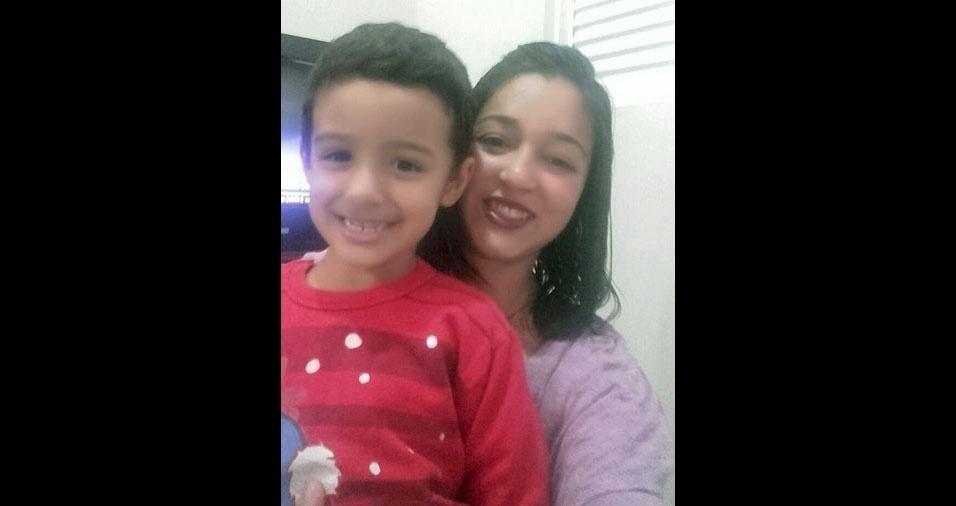 Marcela Ferreira com o Filho Luiz Miguel, de Três Pontas (MG)