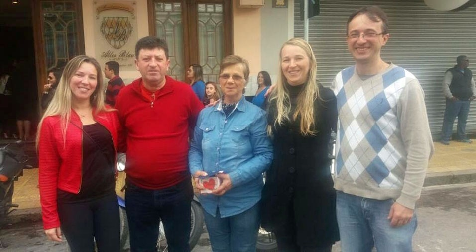 Patrícia, Luis Carlos, Claudia e Eduardo com a mãe Leny, de Pelotas (RS)