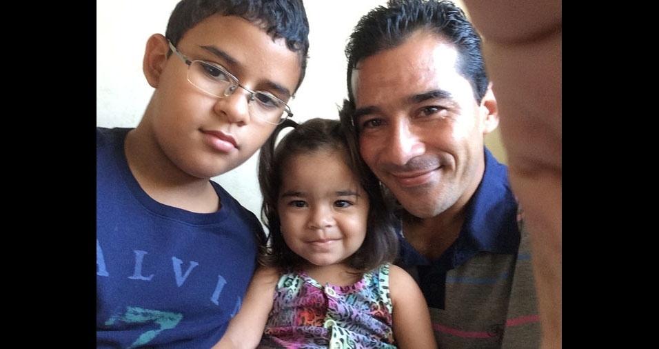 Papai Valcimar e os filhos Andre Gomes Peixoto e Helena, de Linhares (ES)
