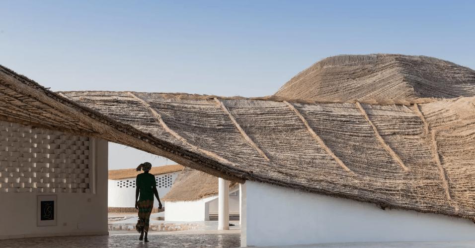 20.jan.2017 - Construído no Senegal, o Thread é um centro cultural com espaço para apresentações artísticas, cursos ligados à agricultura e ponto de encontro para os moradores da região