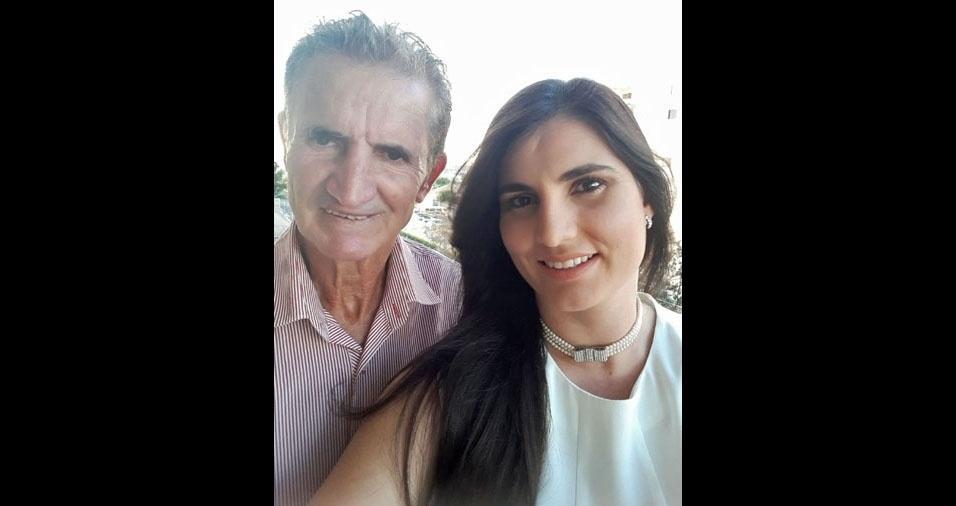 """Walmir Ferreira de Oliveira, 69 anos, com a filha Tânia Katiuça Ferreira, de Goiânia (GO): """"Você não é apenas meu pai, mas também meu melhor amigo, meu mestre e o grande amor da minha vida!"""""""