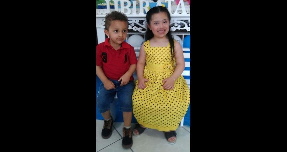 Heitor e Mariana são os filhos da Adriana e do Fábio, de Guarulhos (SP)