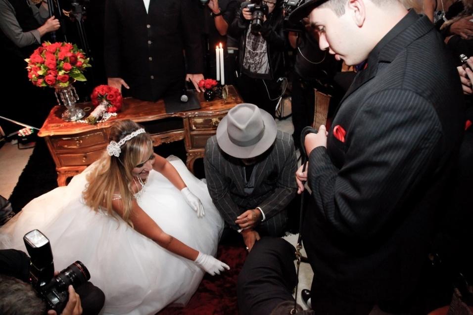 17.jan.2016 - O casamento de Vivi Fernandez e Fabiano dos Santos teve como pajem o cãozinho do casal