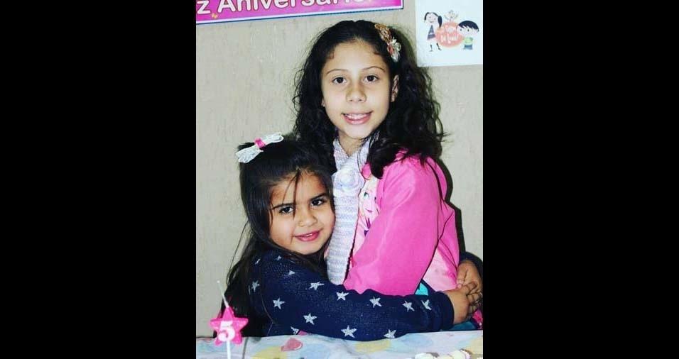 """Rita, de São Jose dos Campos (SP), enviou foto da Anna Luísa, nove anos, e Isabela, seis anos: """"Irmãs de coração"""""""