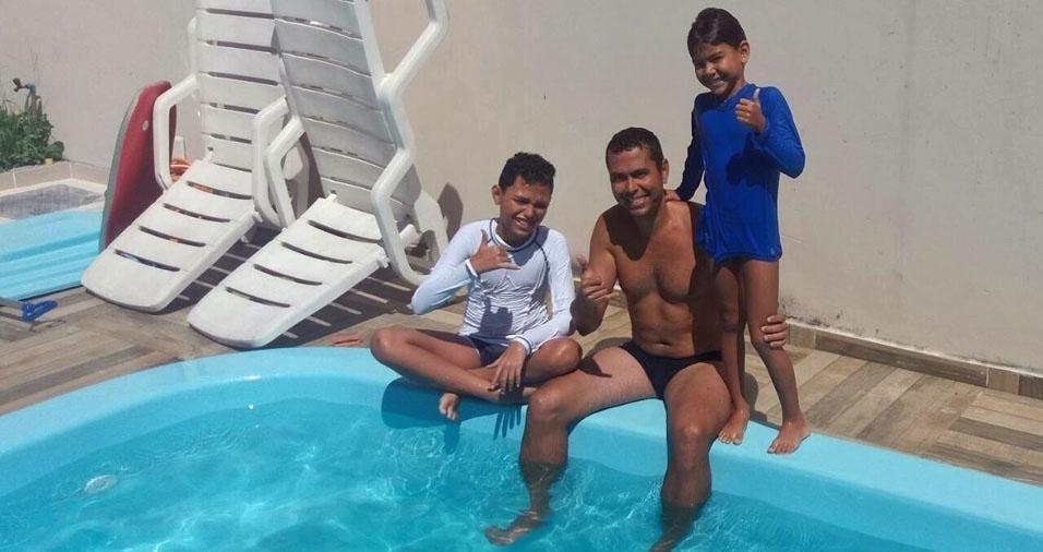André Romero com os filhos João Ércules e Luiz Fellipe, de Magé (RJ)
