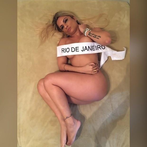 4.set.2015 - Dani Sperle começou sua campanha para vencer o Miss Bumbum 2015. A beldade, que representa o Rio de Janeiro, posou totalmente nua durante um ensaio para divulgar o concurso. No dia do evento, que acontece no dia 9 de novembro, Dani pretende surpreender e seduzir os jurados com uma apresentação de pole dance