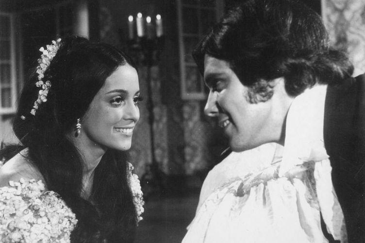 """1970 - Sonia Braga e David Cardoso em cena do filme """"A Moreninha"""""""