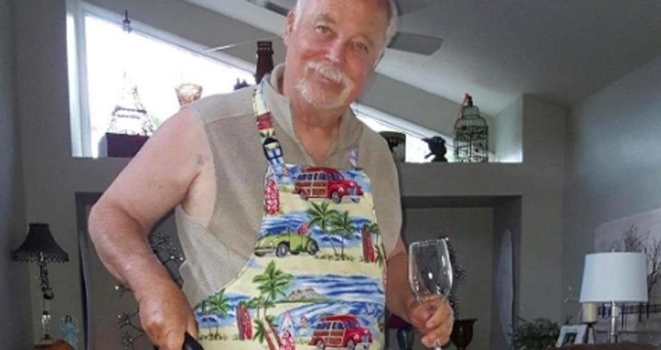 4. Nada como colocar seu avental celebrando o verão, beber uma taça de vinho e se preparar para ajudar nas tarefas domésticas