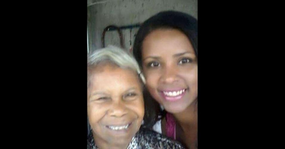 Chirlei Gonçalves, 34 anos, com a bisavó Maria da Conceição Augusto, que tem 90 anos. Elas moram em São Paulo (SP)