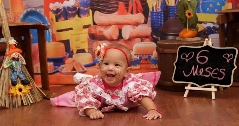 """Thiago Simões Santos e Patrícia Laura de Almeida enviaram foto da caipirinha """"mais linda do mundo"""". Ela tem seis meses e se chama Maria Fernanda. A família mora em Cuiabá (MT)"""