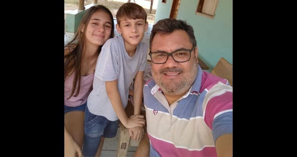 Maria Bethânia e Pedro Henrique com o papai Adão Vieira, de Unaí (MG)