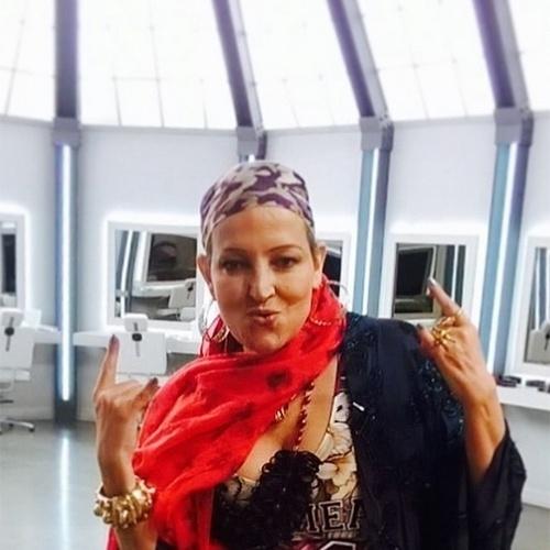 """13.set.2015 - A atriz, apresentadora e ex-modelo Betty Lago morreu aos 60 anos, neste domingo (13), no Rio de Janeiro. Vítima de um câncer na vesícula, ela lutava contra a doença há três anos. De acordo com o G1, Betty morreu em casa às 1h30. Seu primeiro papel na TV foi na minissérie """"Anos Rebeldes"""", de Gilberto Braga, em 1992. Atualmente, Betty estava no ar com o programa """"Desafio da Beleza"""", no canal GNT, ao lado da modelo Mariana Weickert"""