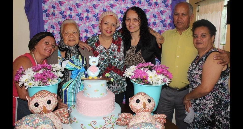 Mirian, Maria Célia, Marta, Pedro e Helena enviaram a foto com a mamãe Margarida
