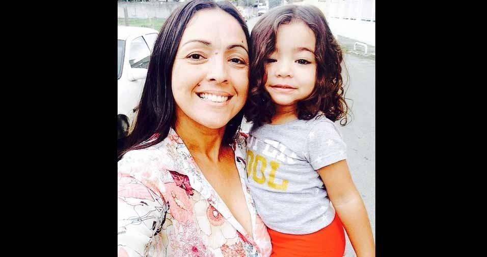 Alessandra Constantino com a netinha Lorranna, de Angra dos Reis (RJ)