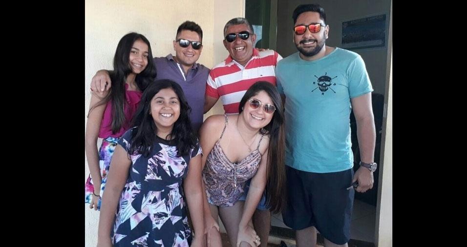 Junior Araujo posta foto com seus cinco filhos