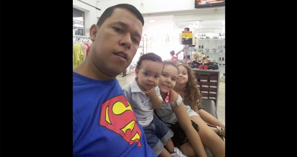 Marcos com os filhos Yan, Lavínia e Melannie
