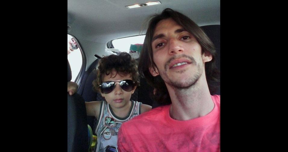 Olímpio de Souza Aragão Neto com o filho João Guilherme de Lima Aragão, de Vitória de Santo Antão (PE)