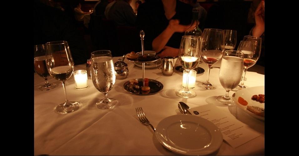 11. Deipnofobia, o medo de jantar com a família e com amigos.