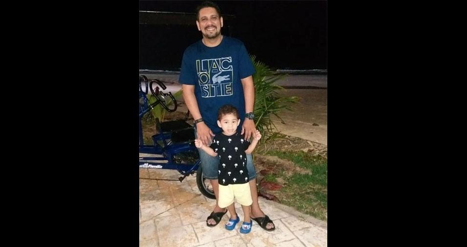 A Dina participou do álbum enviando foto do papai Anderson Lincon com o filho Leandro Davi, de São Luís (MA)