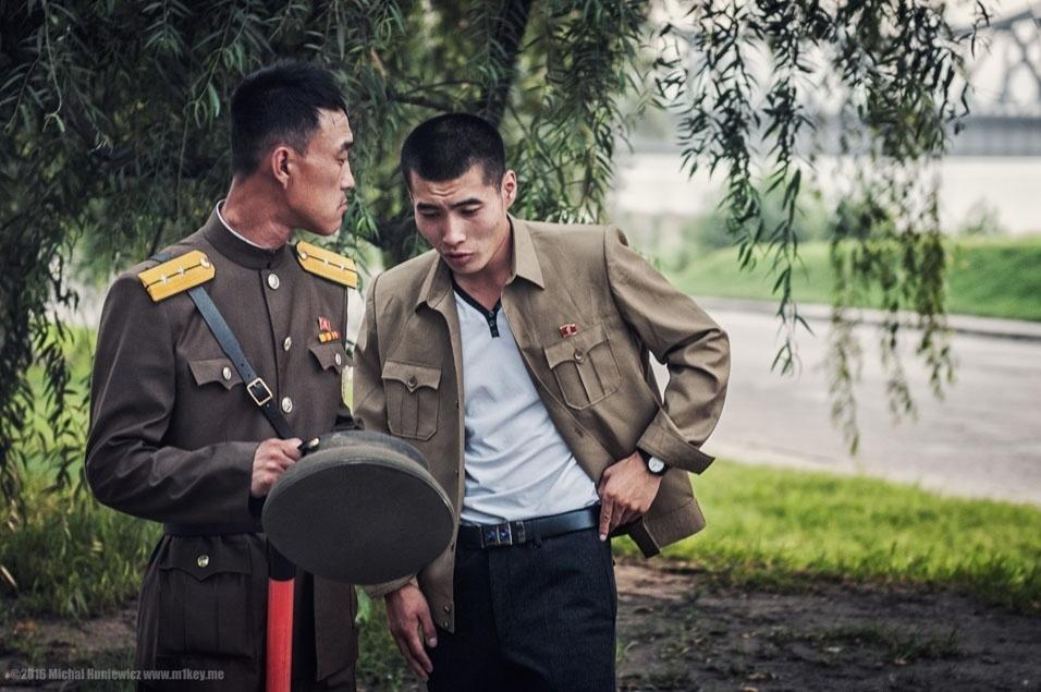"""82. """"Soldados em Pyongyang"""""""