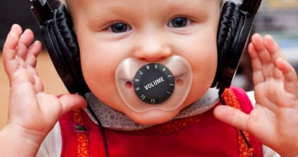 21. A chupeta é um botão para controlar o volume... Sugestivo, não?