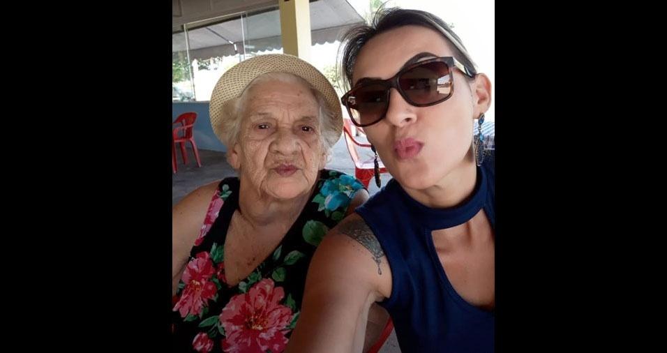 Luciana Soares, de Guarulhos (SP), com sua vózinha Marina da Silva, de Tremembé (SP)