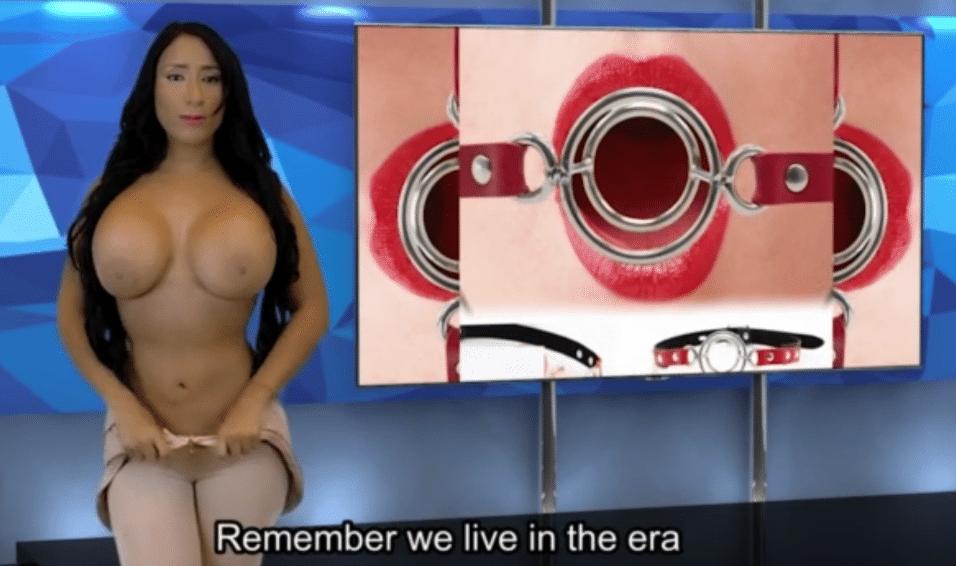 27.set.2015 - Sem perder tempo, a beldade se prepara para ficar completamente nua ao vivo