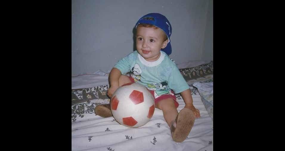 Rafael César Costa Silva, de Oliveira (MG), conta que tinha um ano em 1996 e que era uma criança feliz e assim continua até hoje