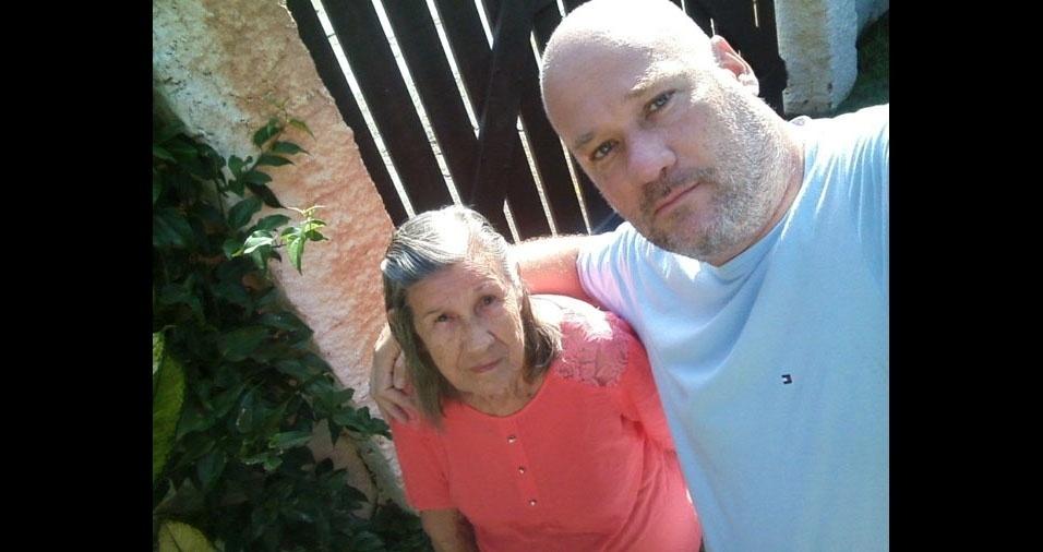 """""""Minha mãe Vicentina e eu, Sidney, de Ubatuba (SP). Agradeço a Deus por ser seu filho"""""""