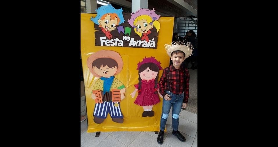 A mamãe Priscila enviou a foto do filho Levy Augusto, de seis anos, na festa junina da escola, de Curitiba (PR)