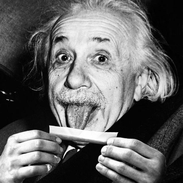 4.dez.2015 - O artista digital Tony Fortuna, que vive em Berlim, na Alemanha, realiza ilustrações que fazem os internautas repensarem certos hábitos. Com desenhos polêmicos, ele satiriza o consumismo e a cultura moderna. Na imagem, Albert Einstein aparece enrolando um cigarro de maconha