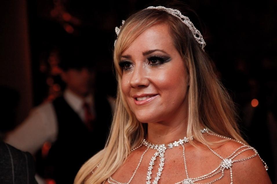 17.jan.2016 - Como manda a tradição, a ex-atriz pornô Vivi Fernandez se casou com o tatuador Fabiano dos Santos vestida de branco