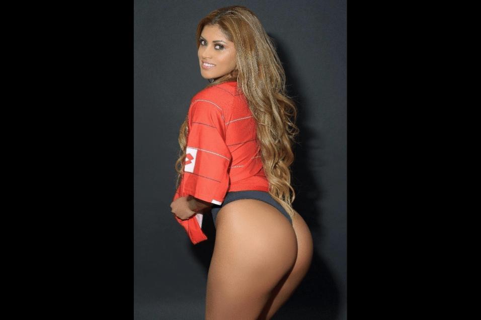 """Rosie Oliveira é a representante do Amazonas. Com o tema """"Brasil, país do futebol"""", cada candidata do Miss Bumbum 2017 escolheu um time internacional e posou com a camisa da seleção. Camisetas de times como Austrália, Croácia, Islândia, Alemanha, Inglaterra e outros fizeram parte do ensaio oficial na corrida pelo título deste ano"""