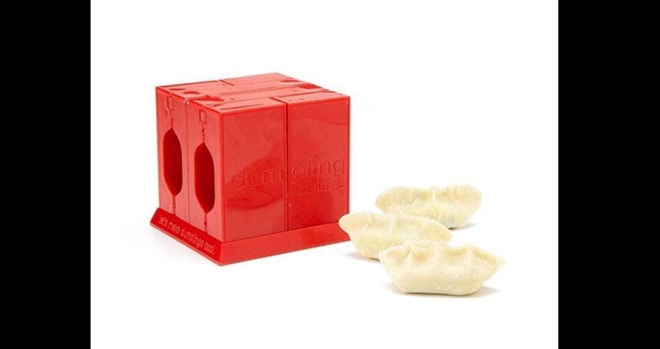 21. Para os amantes de comida chinesa, este utensílio prepara guiozas perfeitos