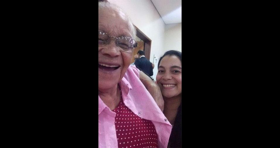 """Pâmela Paloma Indaiá de Jesus Watanabe e sua voinha Maria das Dores de Jesus: """"Ela tem 74 anos, é nascida em Minas Gerais, mas vive atualmente em São Paulo (SP)"""""""