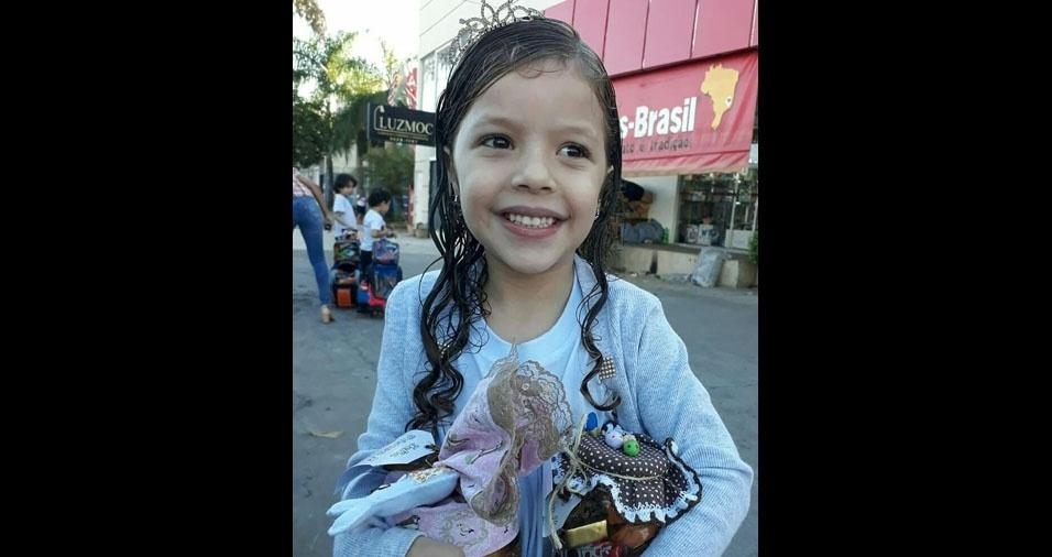 Ana, cinco anos, em foto enviada pela mãe Daiana da Mota Souza Lima, de Montes Claros (MG)