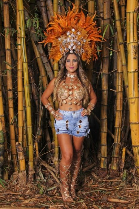 19.jan.2016 - Yara Muniz afirmou, por meio da assessoria de imprensa, que a crise motivou a bela a desistir de desfilar no Carnaval de 2016