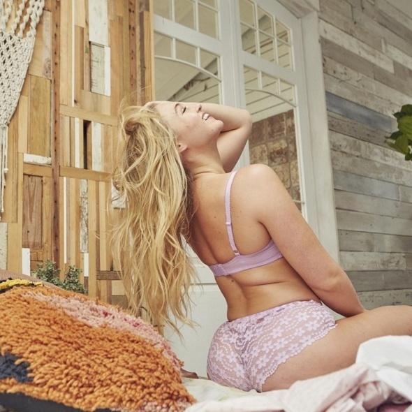 13.mar.2016 - Aos 25 anos, Iskra é a principal modelo da Aerie, uma grife de lingeries da American Eagle, rival da Victoria's Secret